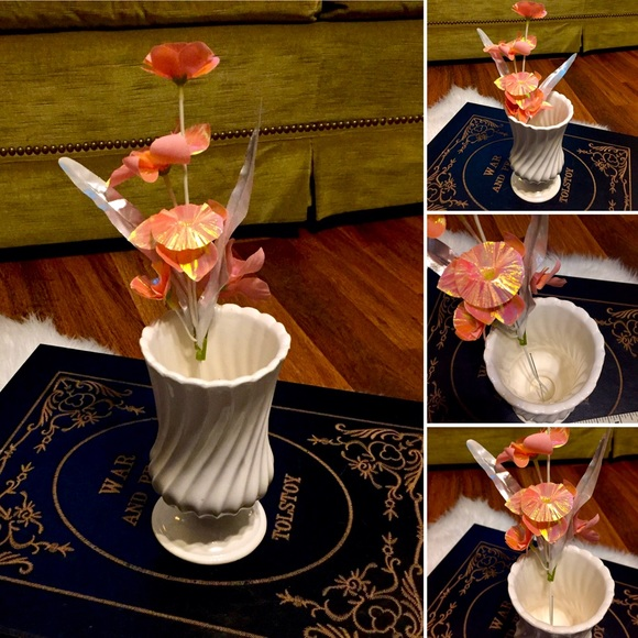 🦋2/$10 3/$15 4/$18 5/$20 Vintage Flower/Vase